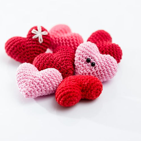 Valentine's Day Crochet pattern, amigurumi heart (photo by Woolytoons) | Happy in Red