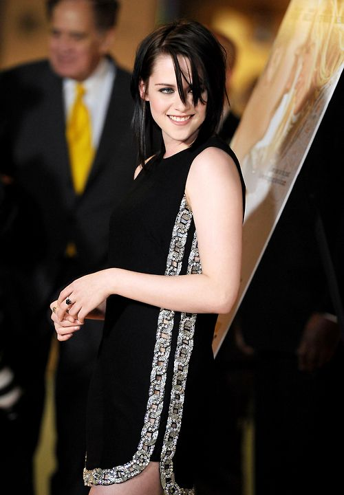 Kristen Stewart Looks So Hot in Black Outfit