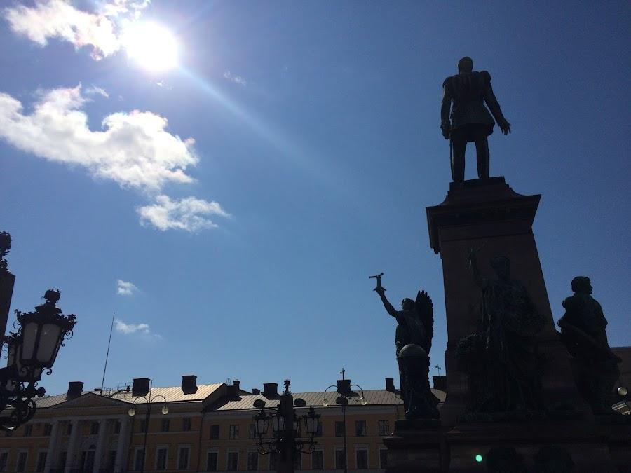 ロシア皇帝アレクサンドル2世の像(Aleksanteri II)