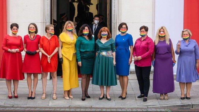 #Vídeo | Lucen la bandera del orgullo LGBT en la toma de protesta del presidente de Polonia