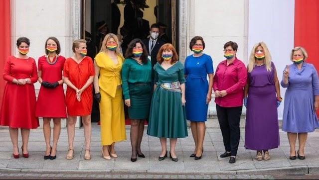 #Vídeo   Lucen la bandera del orgullo LGBT en la toma de protesta del presidente de Polonia
