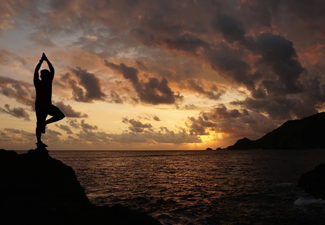 foto sunset di pantai wediombo gunung kidul jogja