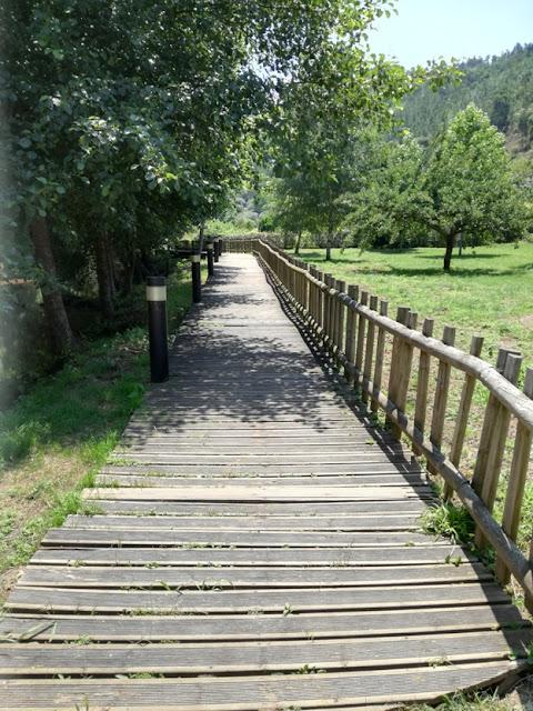 Passadiço de madeira