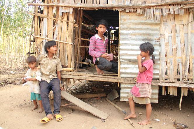 Gia Lai: 13 tuổi nuôi 6 đứa em