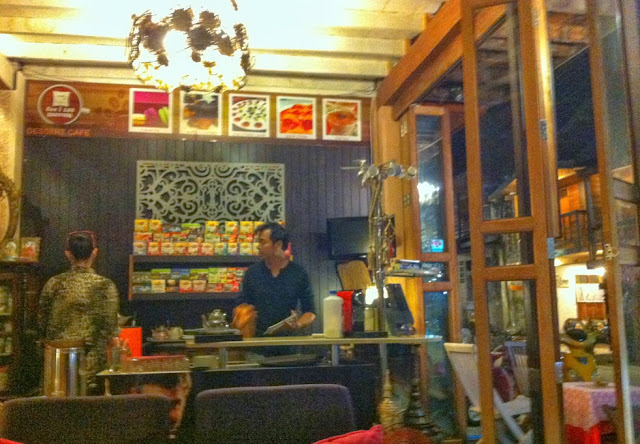 See I 249 Coffee shop in Chiang Khan - Thailand