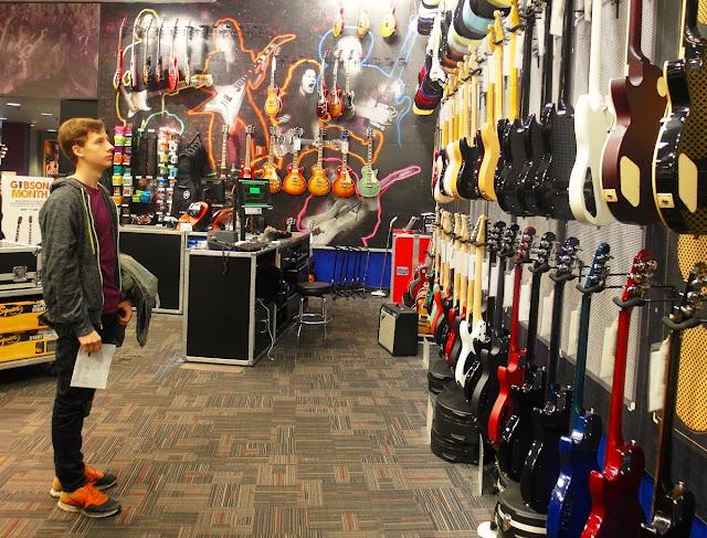New York, Guitar Center, Chelsea