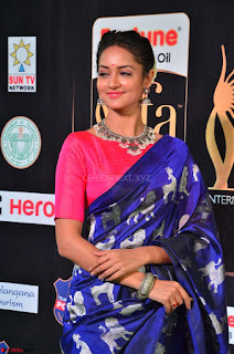 Shanvi Looks Super Cute in Pink Backless Choli Blue Saree at IIFA Utsavam Awards 2017 35.JPG