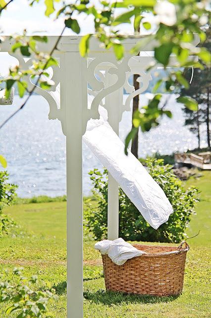 A house with a view torkst llning i gammaldags lantlig design for Diy clothesline design