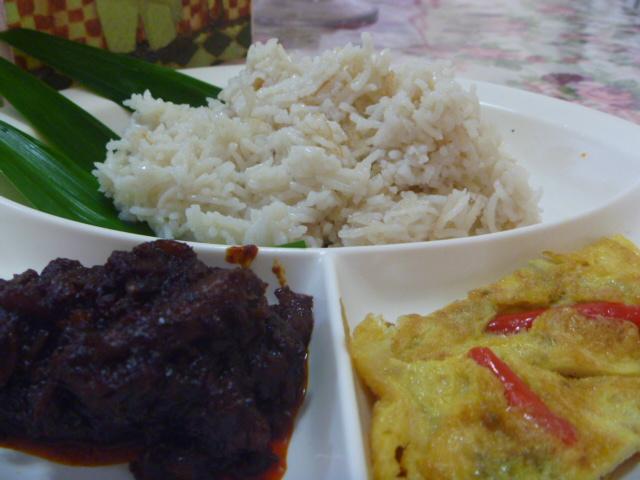 buat nasi lemak kukus masukkan nasi tadi  dalamnya  kukus selama  menit hingga Resepi Nasi Lemak Kukus Enak dan Mudah