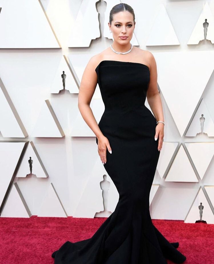 Ashley Graham smoulders in strapless Zac Posen at the 2019 Oscars