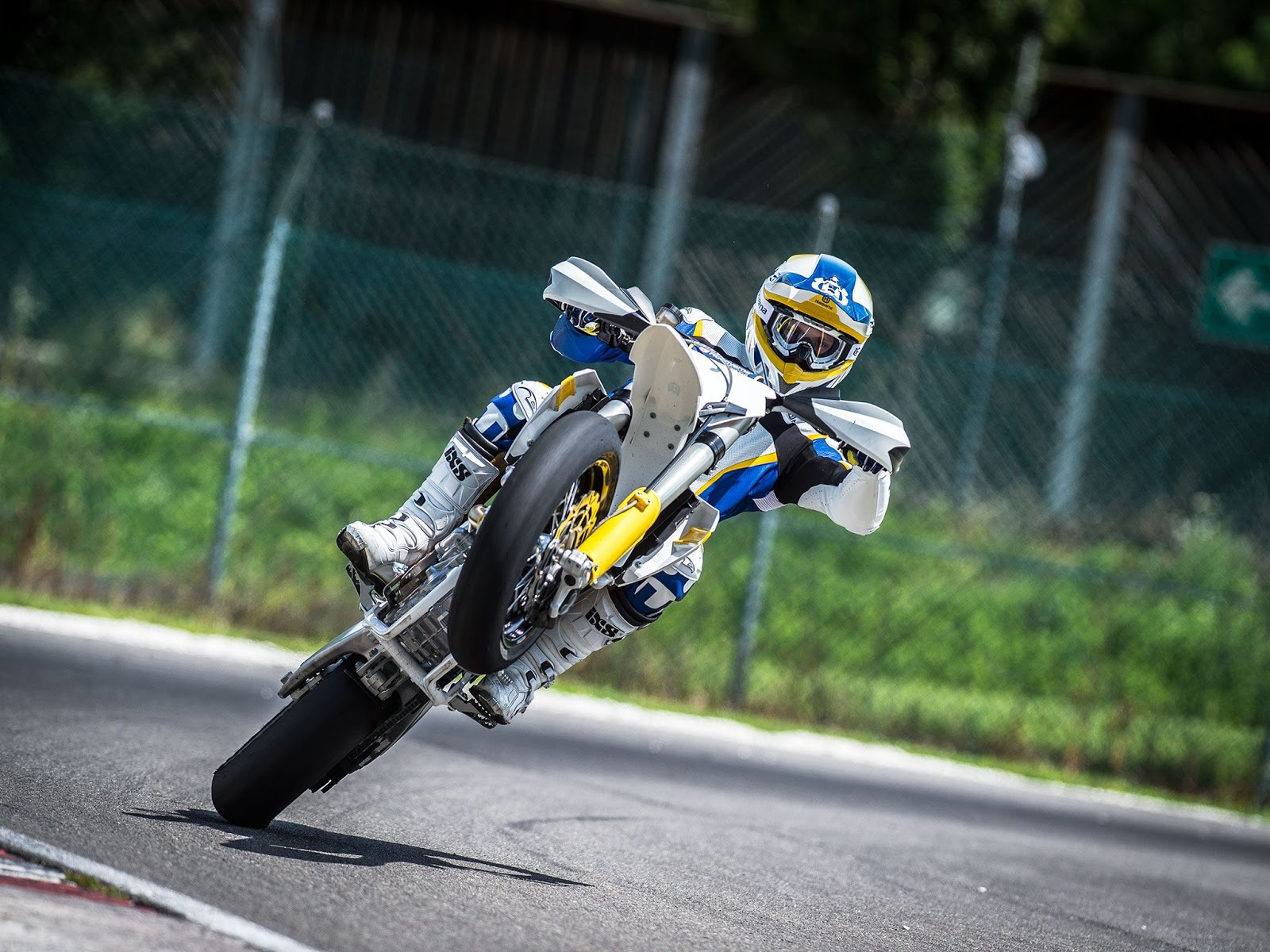 How To Convert A Dirt Bike To A Street Legal Supermoto Automoto Time