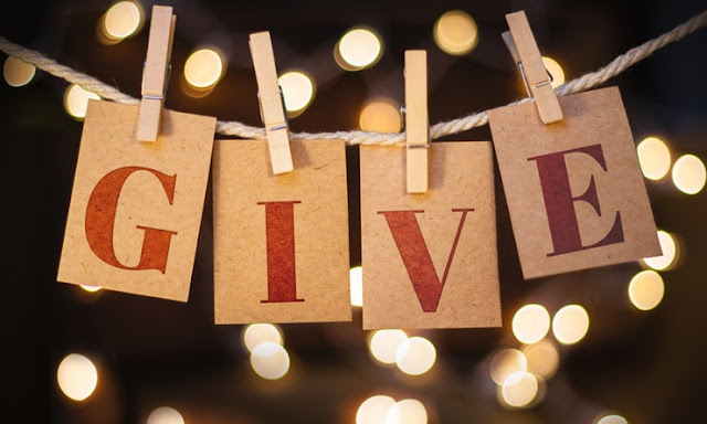 7 Ways to Give Back This Holiday Season