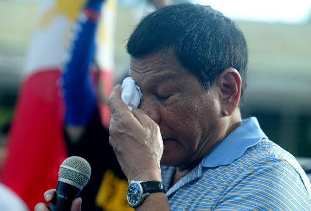 TATAK DUTERTE: President Gives Financial Aid and Free Education to Families of Slain Soldiers in Sulu.