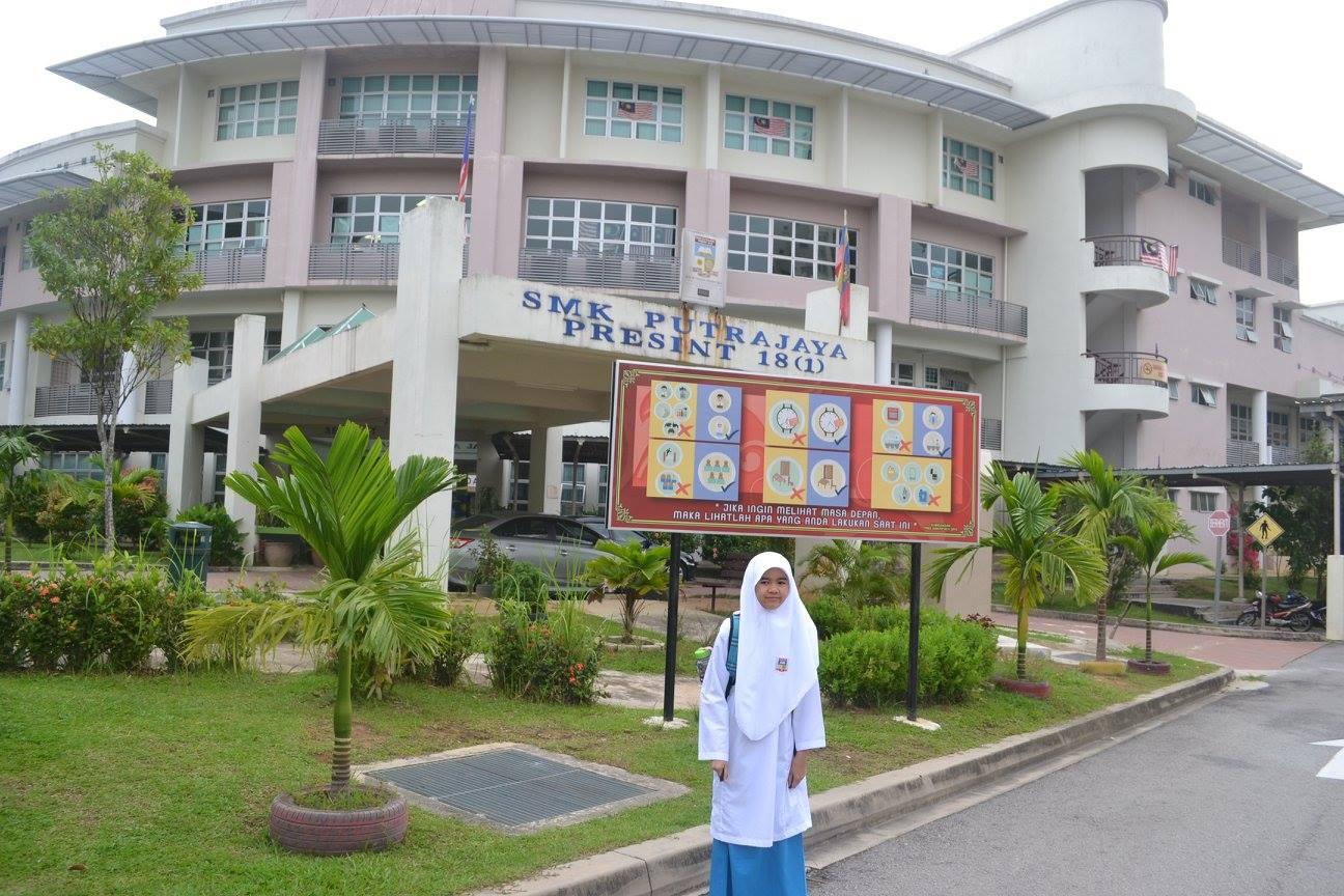 My Small World Perjalanan Dania Ke Sekolah Menengah