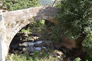 puente en el río jerte