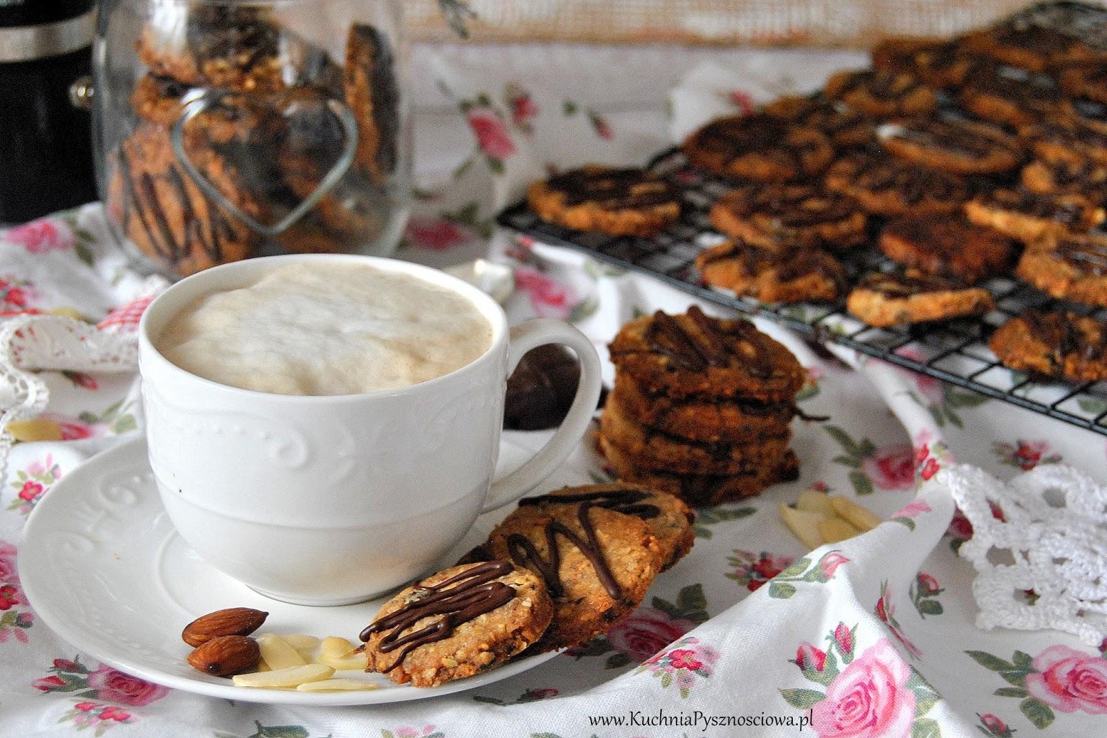 573. Ciastka owsiane z migdałami, bakaliami i czekoladą
