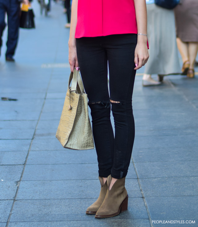 How to wear slashed knee jeans and ankle boots, street style summer outfit inspiration, Dora Drkula