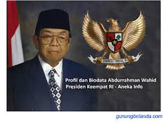 Abdurrahman Wahid Adalah Presiden ke-4 - Benar Apa Tidak