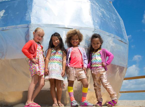 fce5fff6837820 Deze mix maakt van jouw kleine dame deze zomer een opvallende verschijning.  meisjes-kleding-fashion-collectie-voorjaar-lente-jurkjes-zomer-