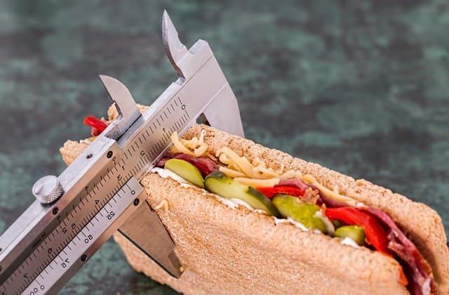 Diet memang bisa mengurangi berat badan, tapi hindari diet ketat karena cara ini justru membuat berat badan kamu lebih mudah naik