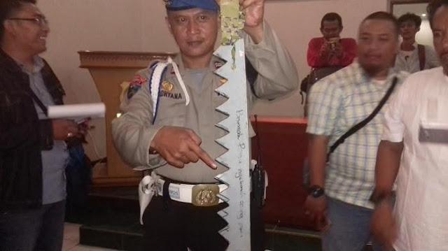Senjata tajam ditulisi `bismillah bisa bunuh orang amin`, Para ABG ini Berniat Tawuran