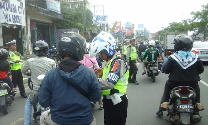 Satlantas Tertibkan Motor dan Angkot Masuk Jalur Lambat