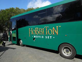 ホビトンムービーセットへのツアーバス