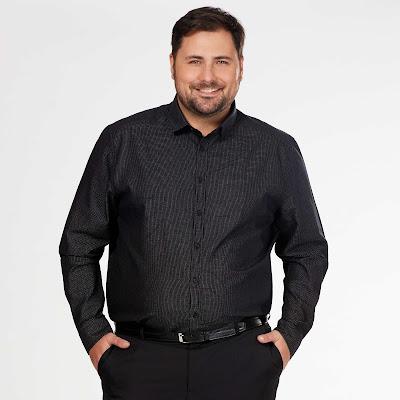 Camisa negra en talla grande