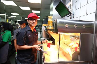 Hargai Pekerja dengan Hari McD Turun Padang di McDonalds