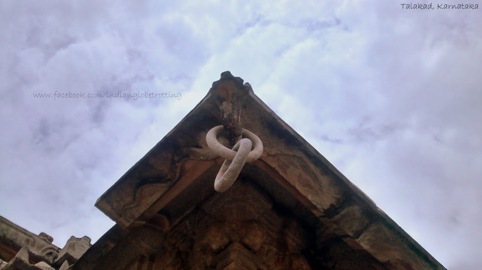 Five headed snake and stone chain made of single rock in talakad temple
