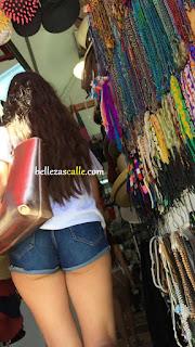 chicas-enseñando-todo-ropa-pequeña