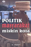 AJIBAYUSTORE  Judul Buku : Politik Masyarakat Miskin Kota Pengarang : Dr. Asrinaldi   Penerbit : Gava Media