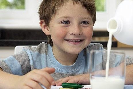 هذه هي الأسباب التي تنتج عن ضرورة منع الأطفال عن تناول الحليب البقري