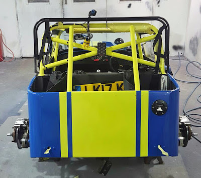 Car de-masked and the blue lines are perfectly aligned to the roll cage rear bars