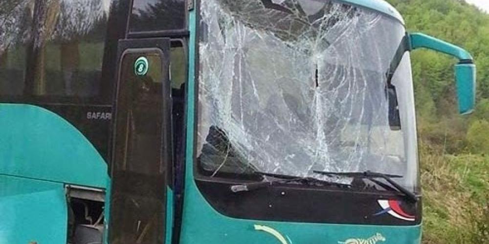 Τουριστικό λεωφορείο συγκρούστηκε με ΙΧ στη Θεσσαλονίκη – Απεγκλωβίστηκαν 50 επιβάτες