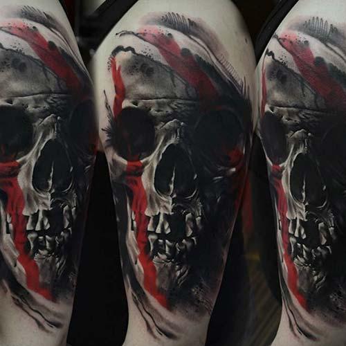 erkek omuz gerçekçi kuru kafa dövmesi man shoulder realistic skull tattoo