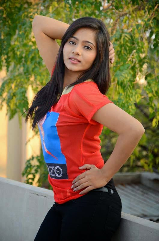 Actress Mithra Photos in Tamil Movie Aame Evaru Movie Stills and Working Picture