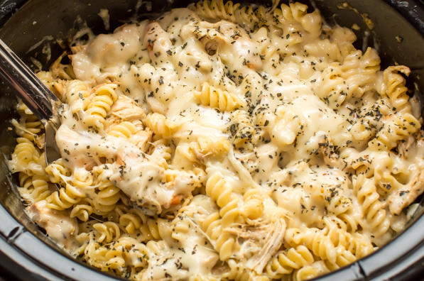SLOW COOKER PESTO MOZZARELLA CHICKEN PASTA #eating #dinner