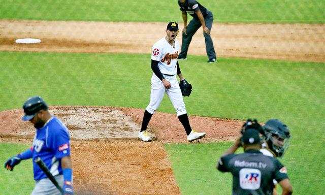 El veterano lanzador cubano se llevó el triunfo, mientras el zurdo guantanamero corrió con el resto de la faena y se llevó el rescate