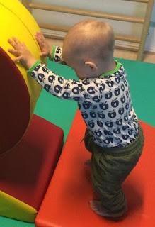Kind mit wenig Haaren