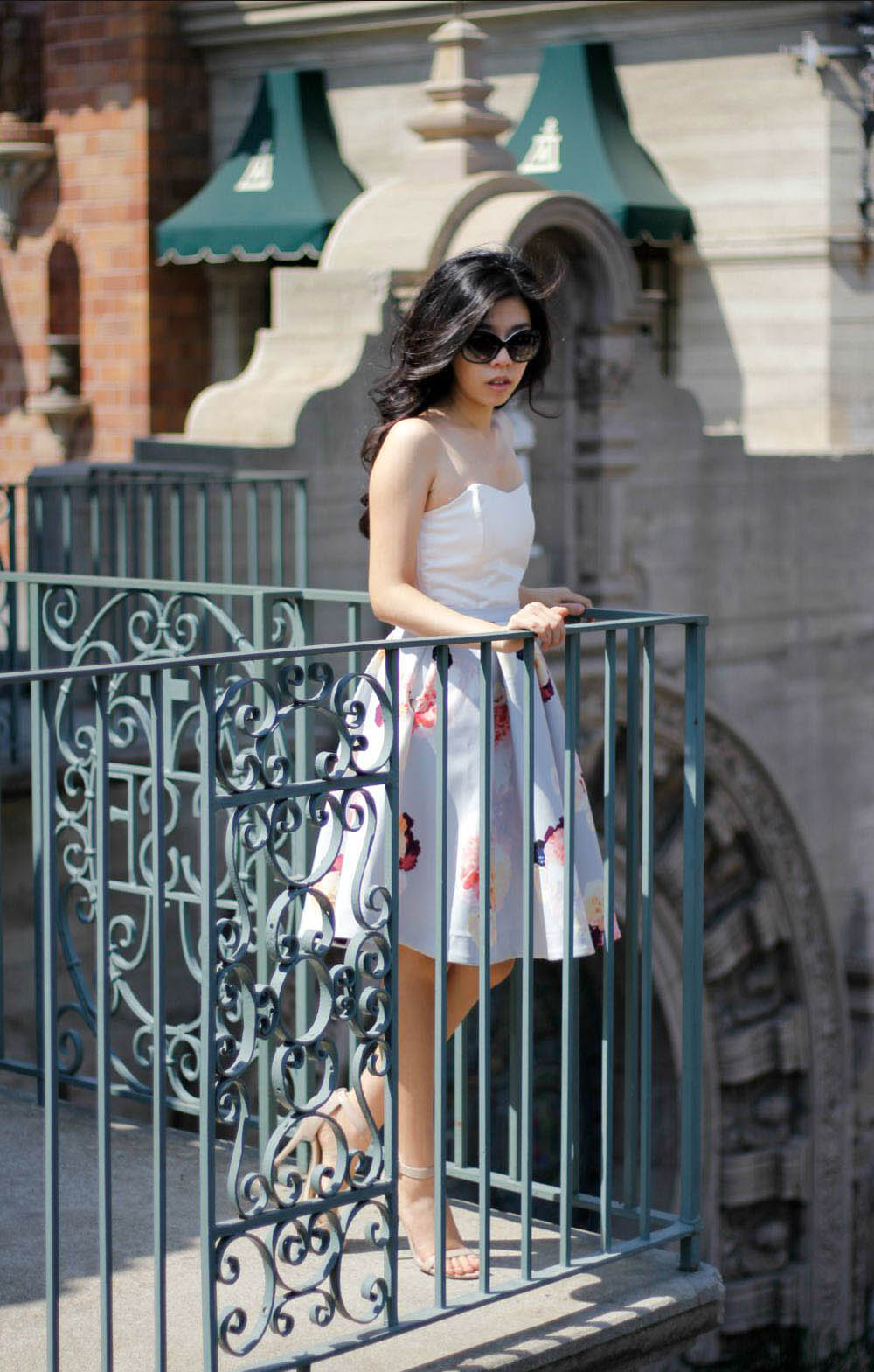 how to wear a midi flower skirt