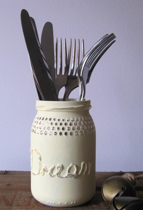 Tarro decorado con calk paint y pistola de silicona caliente