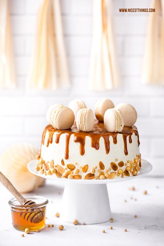 Honig Torte mit Honigkuchen, Honig-Milch-Buttercreme, Dulce De Leche, Macarons