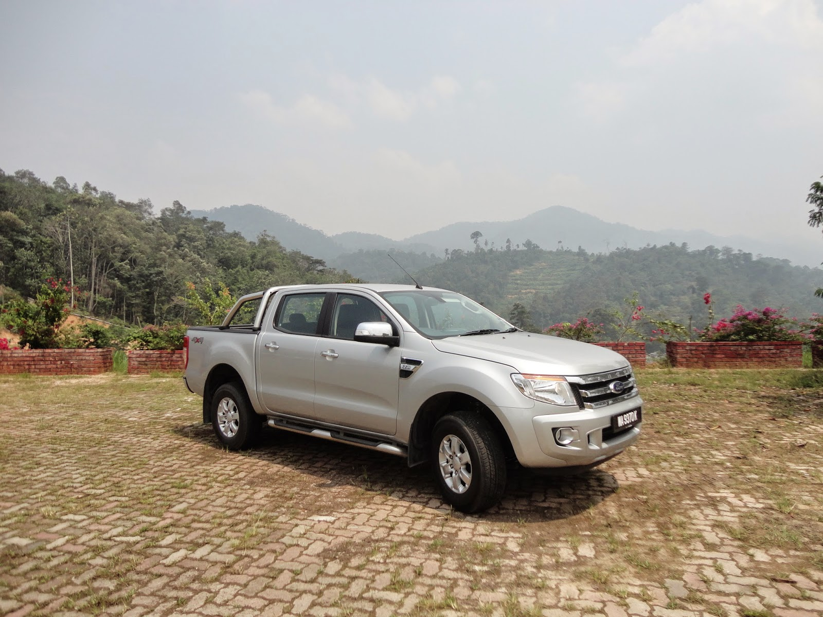 Test Drive: 2014 Ford Ranger 2.2l XLT Automatic - Traction Control and ISOFIX ..as well as the usual goodies too