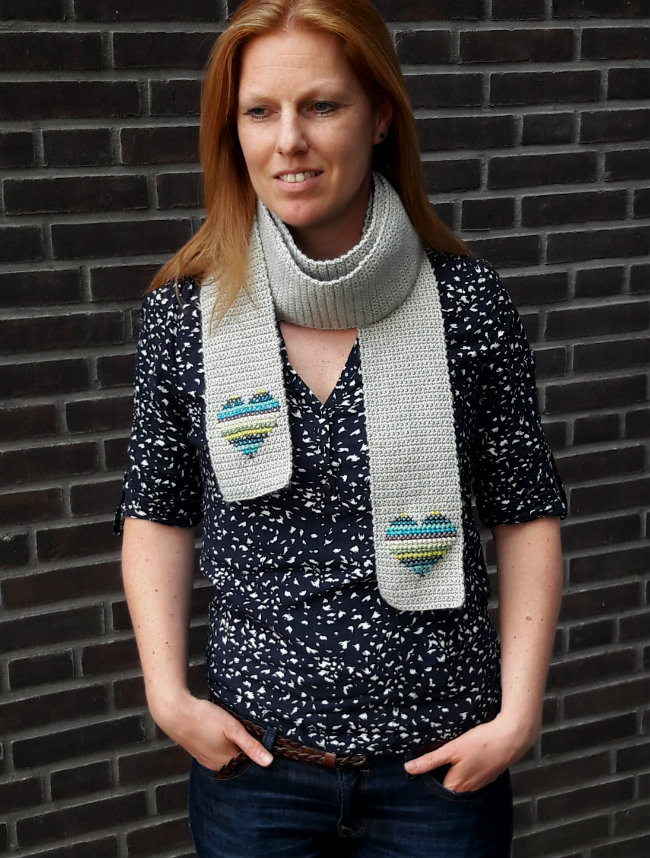 Scarf of hearts: free crochet and cross stitch tutorial | Happy in Red