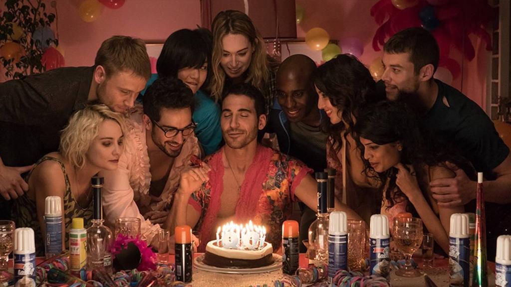 Los sensates celebran el cumpleaños de Lito en la segunda temporada de Sense8 de Netflix
