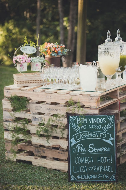 59 Incredibly Simple Rustic Décor Ideas That Can Make Your: DIY Rustic Decorations Made Of Pallets For Your Wedding