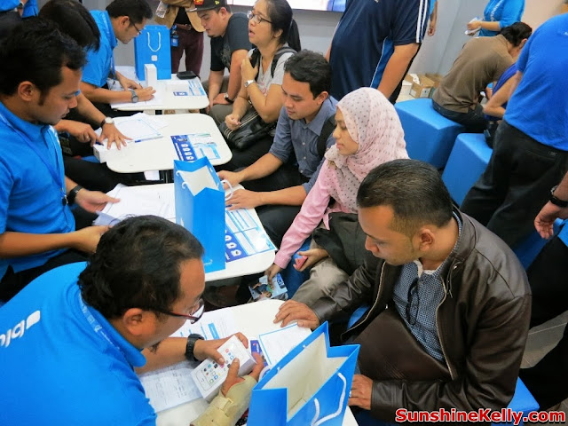 Celcom First, Celcom, iPhone 5s, iPhone 5c, Celcom Blue Cube, Sunway Pyramid, the cube, registration