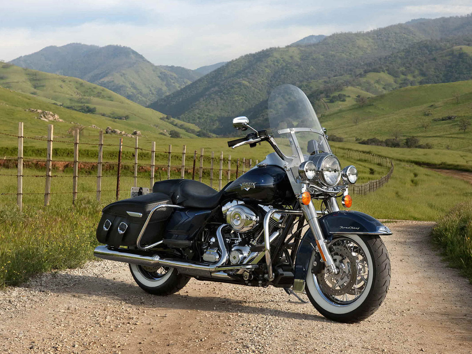 Motorcycles: 2012 Harley-Davidson FLHRC Road King Classic