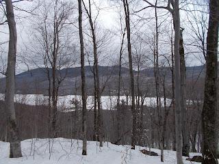 Point de vue de la Montagne noire, lac Archambault, arbres, neige